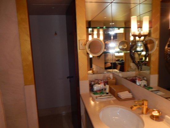 Park Hyatt Paris - Vendome: one of the sink areas
