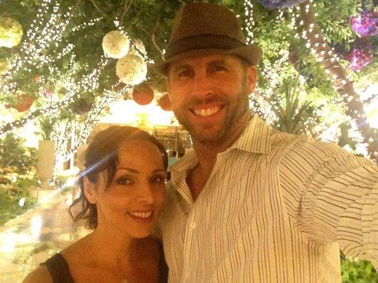 Wynn Las Vegas: Beautiful trees, lights, & flowers in the lobby