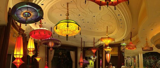 Wynn Las Vegas: The ceiling at 'The Parasol Lounge', where the patio looks out onto the 'Lake of Dreams'