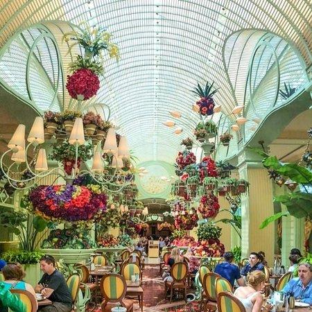 Wynn Las Vegas: The amazing Wynn Buffet - we had brunch here every morning