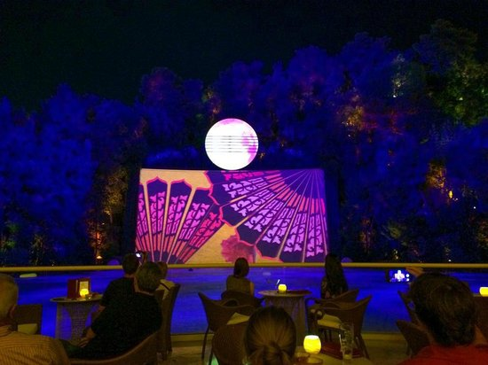 Wynn Las Vegas: Every 30 minutes after 8:30, there is another little show on the 'Lake of Dreams'