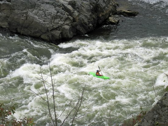 Great Falls Park: Only the very best kayakers here!
