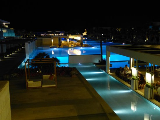 Avra Imperial Hotel : Hotel by night!