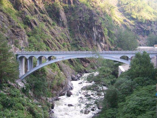 Zhangmu Hotel: friendship bridge between tibet and Nepal