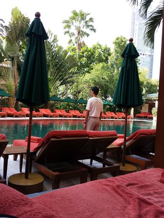 Mandarin Oriental, Bangkok: Attentive service but at New Year too many beds with books on