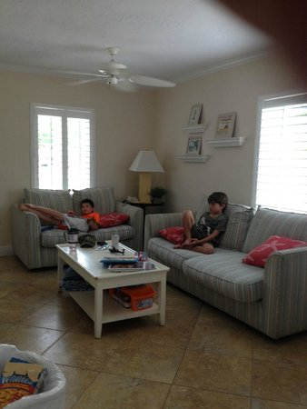 Tropical Breeze Resort: Living area #163