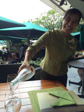 Mandarin Oriental, Bangkok: Great service from this young lady at the Verandah