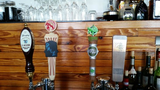 Madison Bar and Bistro : local taps