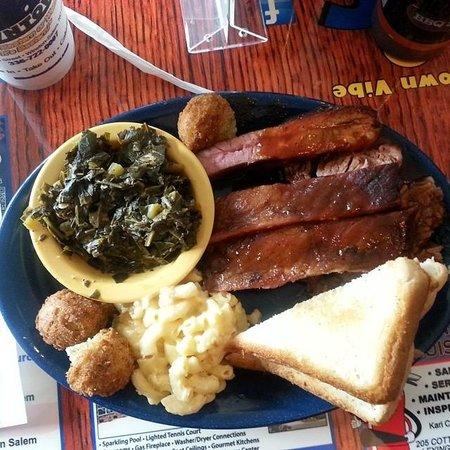Bib's Downtown: Ribs & Beef Brisket, YUM!