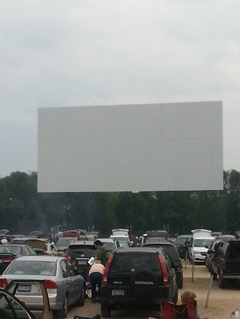 The Big Screen Picture Of Vali Hi Drive In Lake Elmo Tripadvisor