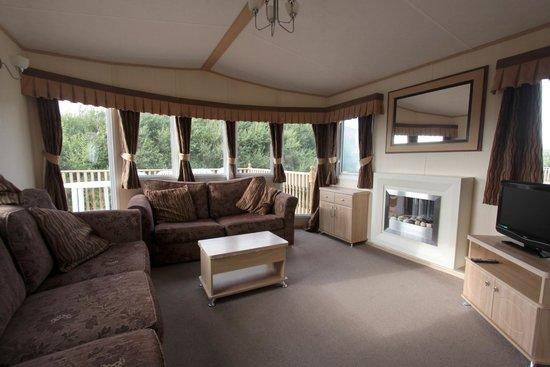 Clarach Bay Holiday Village: Living room