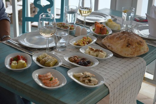 SENTIDO Perissia: Meze at the Mediterranean restaurant