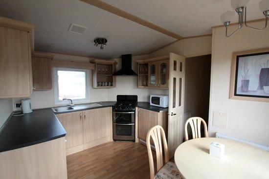 Clarach Bay Holiday Village: Kitchen