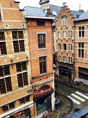 Hotel Amigo : Charming street view from the room