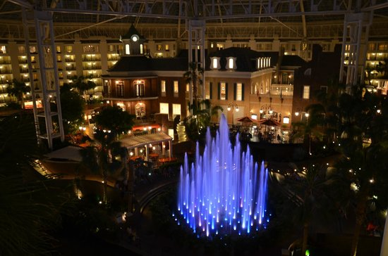 Gaylord Opryland Resort & Convention Center: View at night from balcony in Magnolia Section
