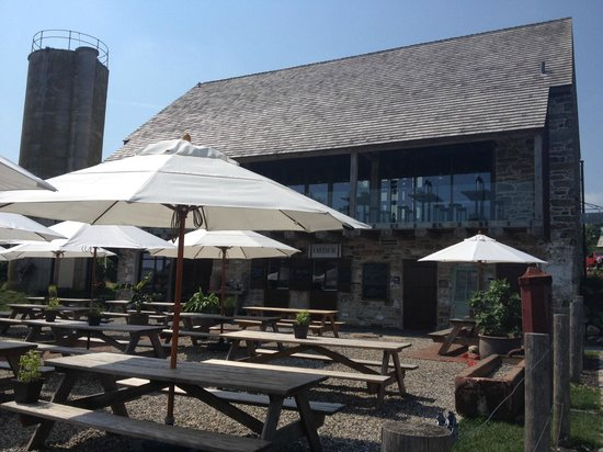 Wyebrook Farm Cafe and Market: Outdoor seating