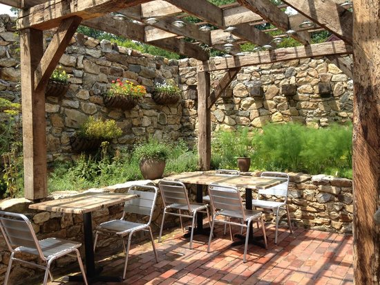 Wyebrook Farm Cafe and Market : More outdoor seating