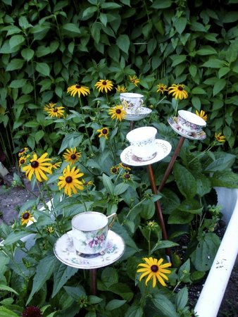 Sweet Remembrances : in the garden-charming!