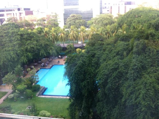 Cinnamon Grand Colombo : View of pool from room