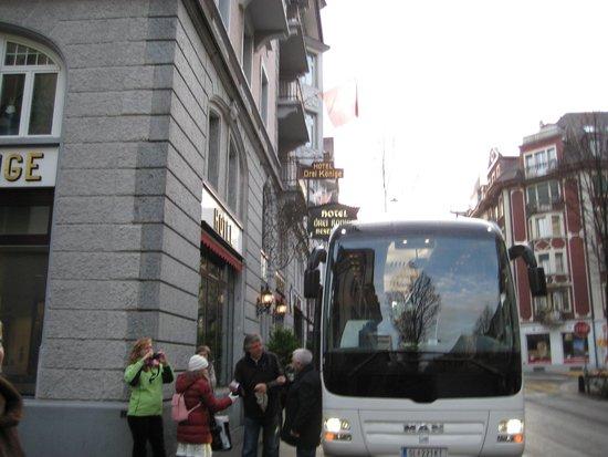 Drei Könige Hotel Luzern: наш автобус у гостиницы