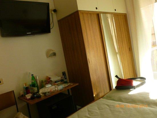 Hotel Gabicce: Camera/ armadio
