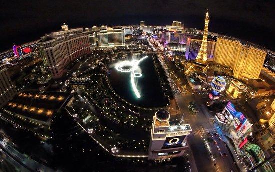 ARIA Resort & Casino: Night View from City Center