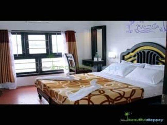 Kerala Backwaters: House Boat Bed Room