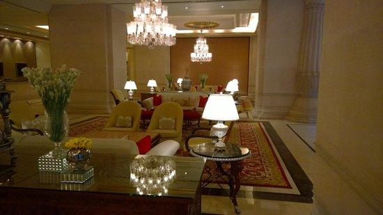 The Leela Palace Bengaluru: Lobby Area