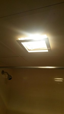 Wild Bear Inn: Bathroom light fixture falling out of ceiling