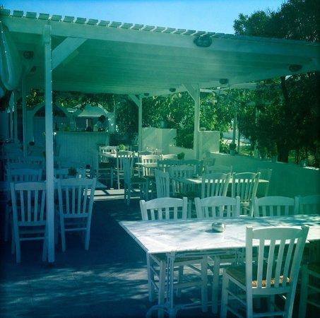 Pelagos Hotel-Oia: Poolside restaurant