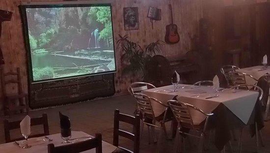 Casa Rural Outeiro: PANTALLA CINE, CONFERENCIAS..