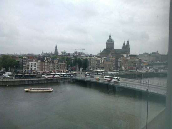 DoubleTree by Hilton Hotel Amsterdam Centraal Station: Panorama sul porto-canale