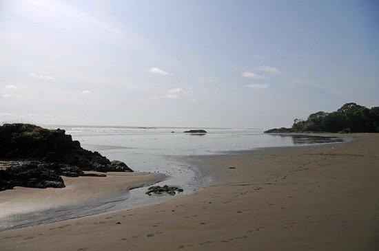 Roca Verde: Beach in Front of Restaurant & Hotel