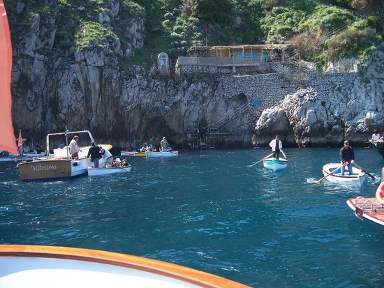 Blaue Grotte (Grotta Azzurra): Waiting to go in. Look at that water! Gorgeous!