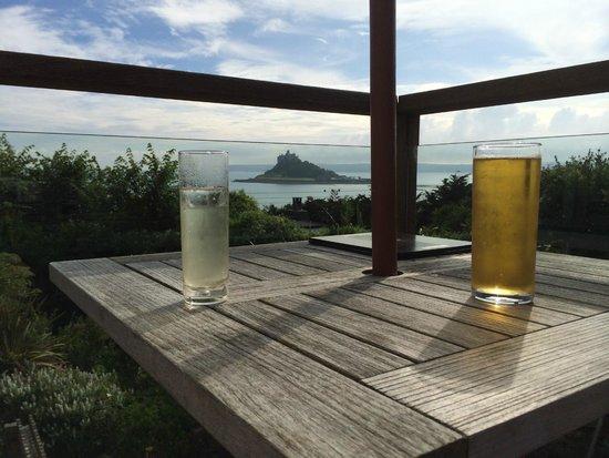Mount Haven Hotel & Restaurant: Drinks overlooking St Michaels Mount