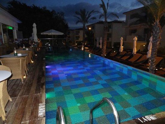 The King Jason Paphos: Elegance pool
