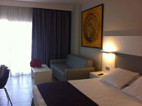 SENTIDO Gran Canaria Princess: zona de sofá y mesita en la habitación