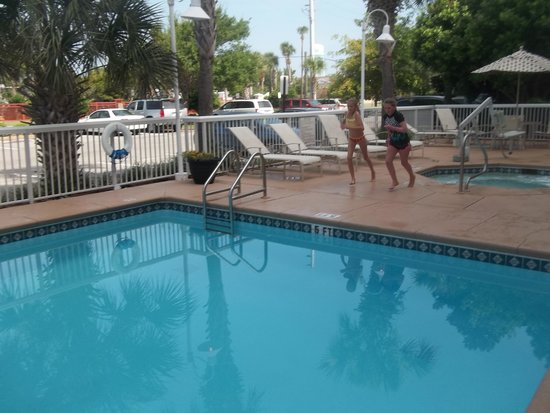 Embassy Suites by Hilton Destin - Miramar Beach: hotel pool