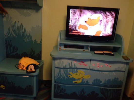 Disney's Art of Animation Resort: TV area in living space