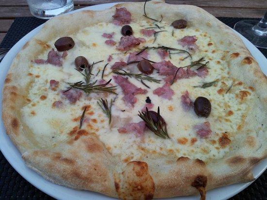 Via Ristorante : pizza fromage olive romarin