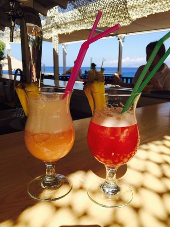 Candia Park Village: Happy hour at the pool bar