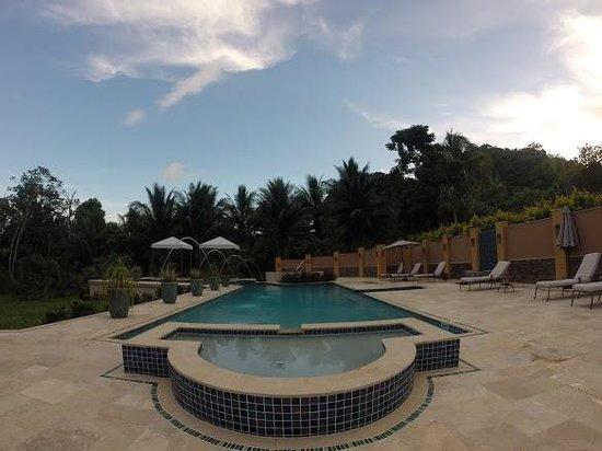Sleeping Giant Lodge: breathtaking pool