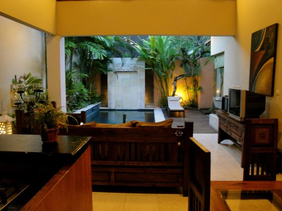 Bhavana Private Villas: Nice decorated living area