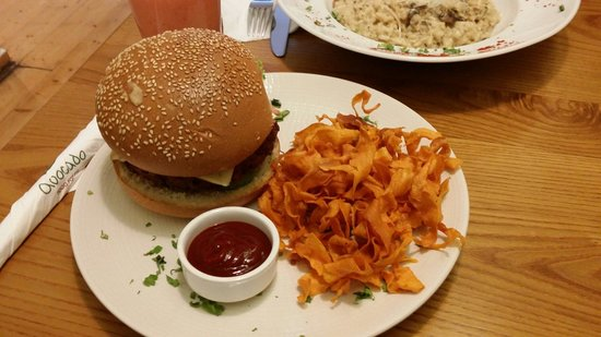 Avocadoburger with cool sweet potato fries