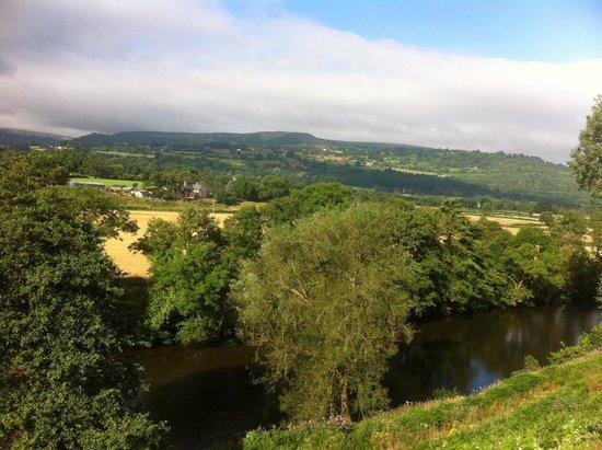 Llanwenarth Hotel & Riverside Restaurant : View from room