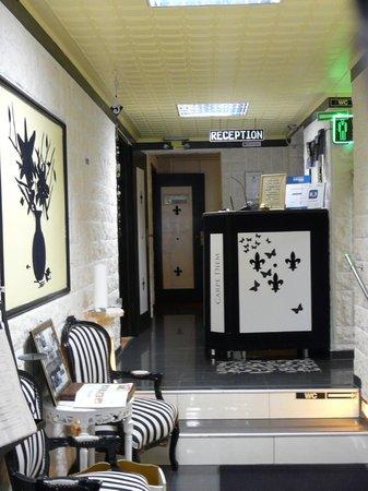 Rheinhotel Lilie : Front entrance and lobby
