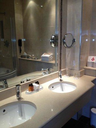 International Hotel Killarney : top class bathroom