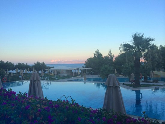 Candia Park Village : Sun set over the pool