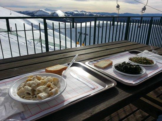 Frontignano, Itália: tavolo in veranda...e panorama