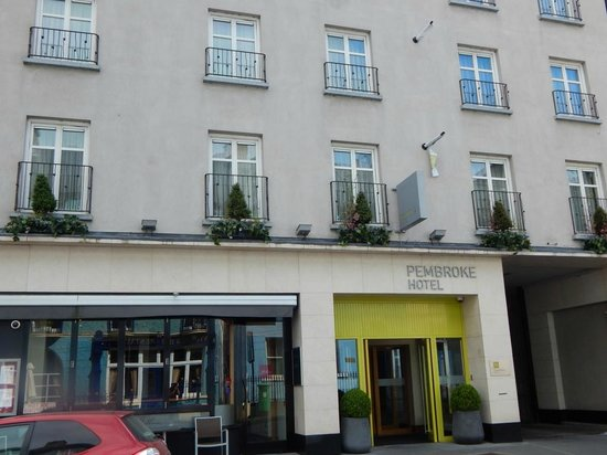 Pembroke Kilkenny: Front of Hotel